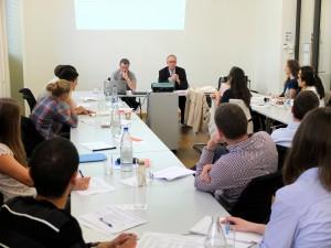 Studienstiftler lauschen Prof. Dafflon und Regierungsrat Peter Hegglin
